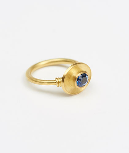 The Garnered - Jean Scott Moncrieff Gold Ring Sapphire Side The Garnered Thumbnail